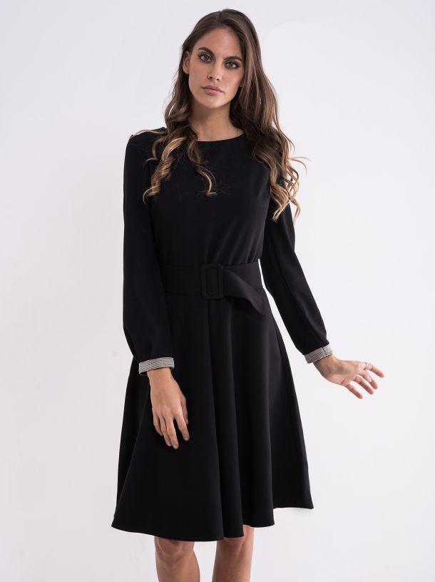 Jednostavna crna haljina