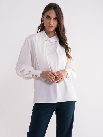 Bela bluza dugih rukava