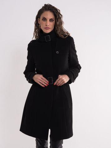 Crni moderan kaput