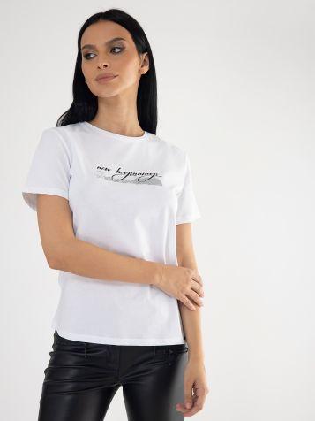 Bela majica sa natpisom