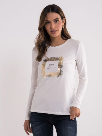 Bela majica sa zlatnim detaljima