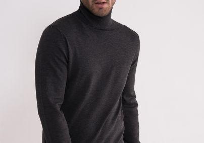 Tamno sivi džemper sa rolkom