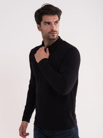 Crni džemper sa kragnom