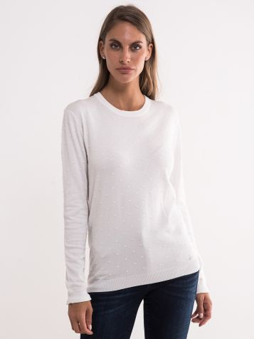 Beli džemper sa tufnastom teksturom
