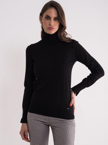 Crni džemper sa rolkom