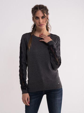 Sivi džemper sa detaljima na rukavima