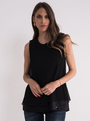 Crna plisirana bluza