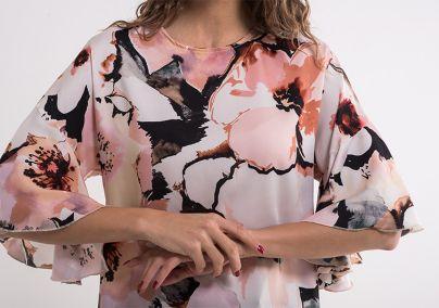Cvetna bluza sa karnener rukavima