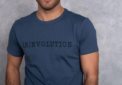 Majica sa jednostavnim natpisom