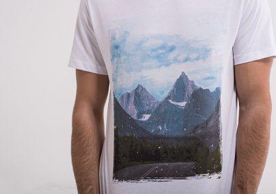 Bela majica sa printom