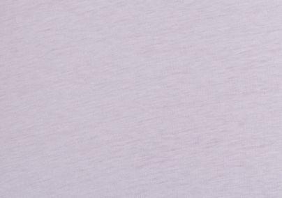 Bela majica sa šarenom aplikacijom