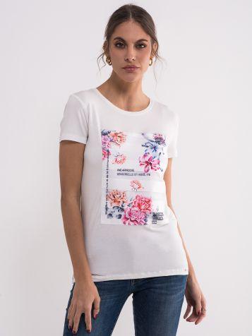 Bela majica sa šarenim cvetovima