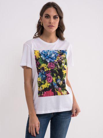 Bela majica sa šarenim printom