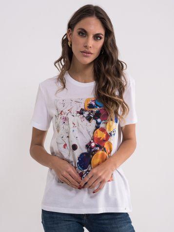 Bela majica sa šarenim bojama
