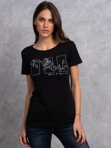 Crna majica sa cvetnim motivom