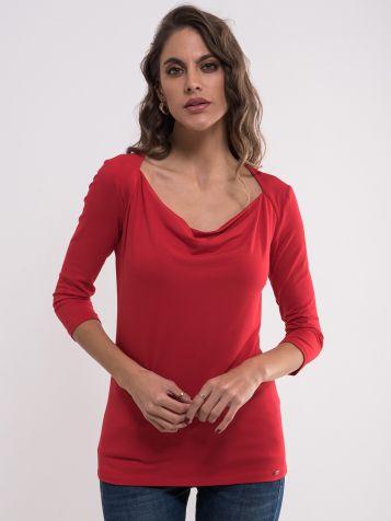 Elegantna crvena majica