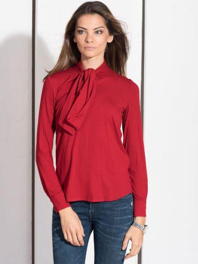 Crvena košulja sa mašnom